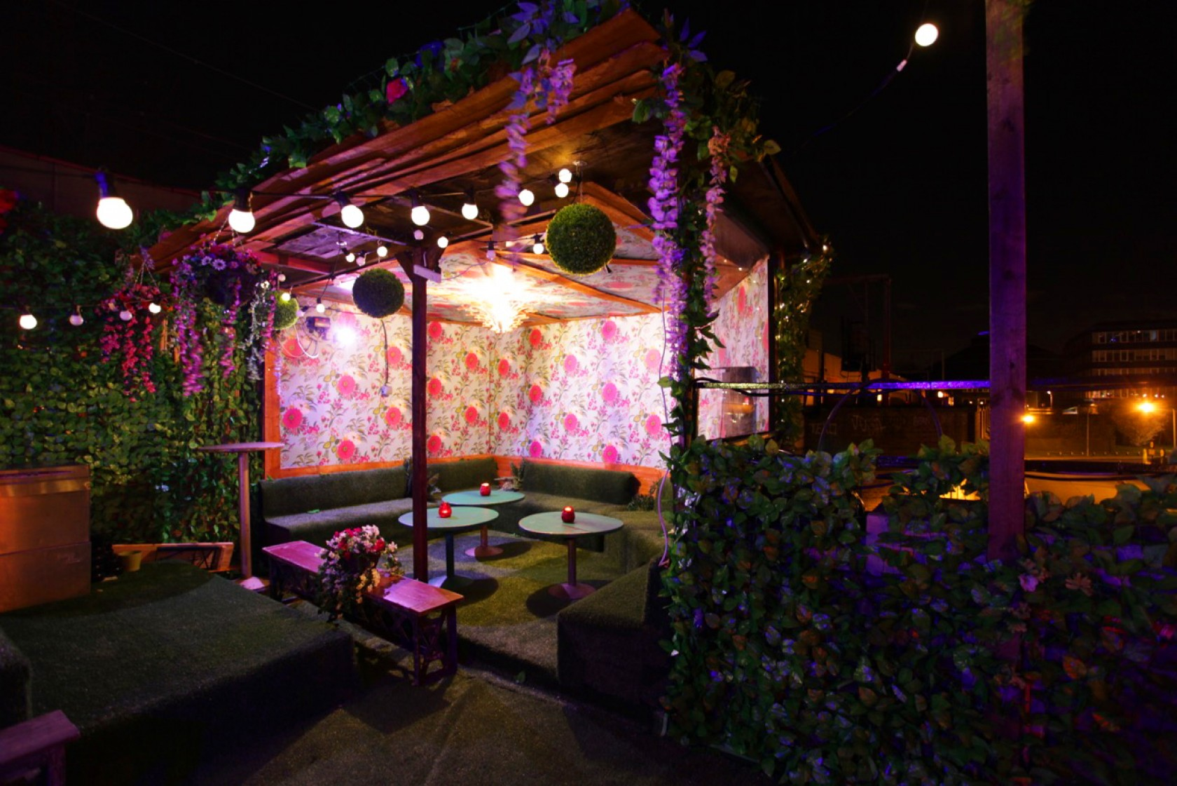 5 halloween party venues in london for Garden pool hire london