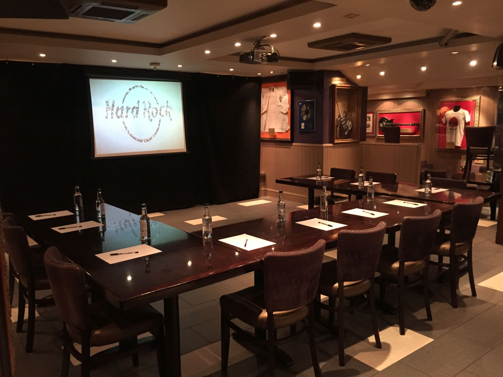 hard rock cafe spaces for meetings