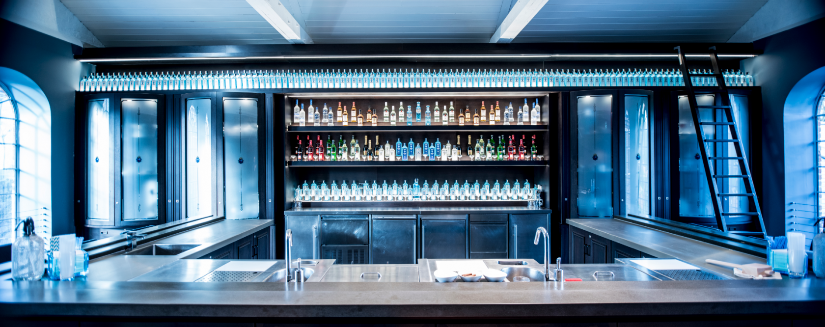 The Empire Bar is the perfect place to combine an interactive cocktail masterclass with a corporate drinks reception