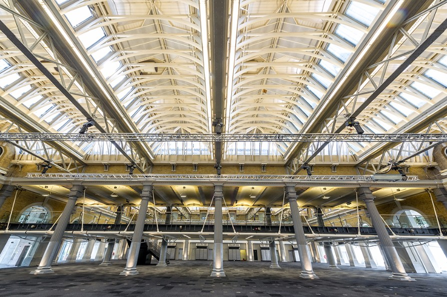 Just moments from Tower Bridge, the Grand Hall boasts original features and 40,000 square feet of space.
