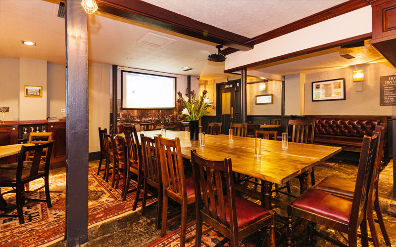 If you're looking for a traditional British pub with private dining rooms, The Old Thameside Inn in London Bridge is the perfect venue for you.