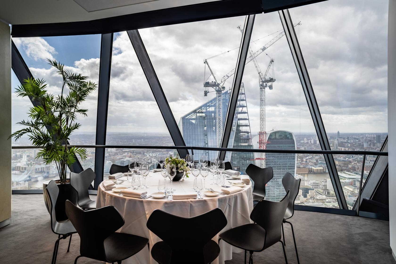 Searcys at The Gherkin offers a unique meeting room with a view, situated on the 38th floor of the iconic Gherkin.